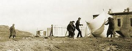 Marconi's group struggling to get an antenna kit into the air. Signal Hill, St John's, Newfoundland December 1901